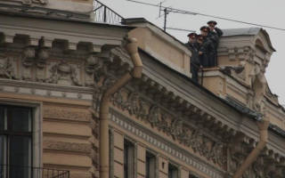 Есть ли статья какого-либо кодекса, которая запрещает лазить по крышам?