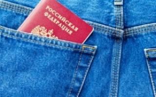 Обязан ли гражданин давать милиционеру паспорт в руки, или нет???